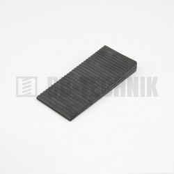 Klin plastový 70x30x0-8 mm